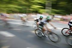 Ciclistas rápidos Imágenes de archivo libres de regalías
