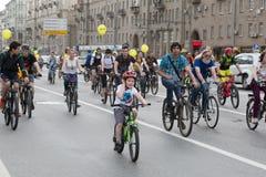 Ciclisti sulla parata del ciclo di Mosca Fotografia Stock