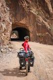 Ciclo che visita nel Yunnan fotografie stock libere da diritti