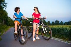 Ciclo de la muchacha y del muchacho Foto de archivo libre de regalías