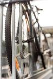 Ciclo del viajero en un carril de la bici Foto de archivo libre de regalías