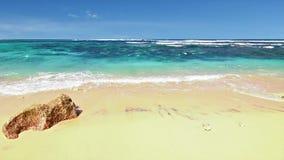 Ciclo della spiaggia dell'oceano stock footage
