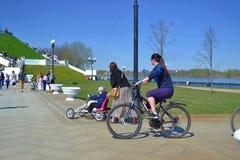Ciclo en el parque imagen de archivo