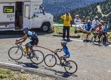 Ciclo en los Pirineos Foto de archivo libre de regalías