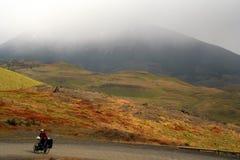 Ciclo en Torres del Paine NP fotografía de archivo libre de regalías