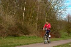 Ciclo en un parque foto de archivo
