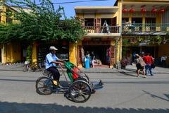 Ciclo na cidade antiga de Hoian Foto de Stock Royalty Free