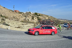 Ciclo que compete o veículo do apoio dos Cofidis Foto de Stock