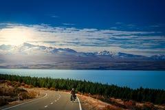 Ciclo que viaja en Nueva Zelanda Imágenes de archivo libres de regalías