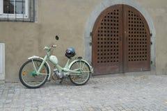 Ciclomotor verde de la obra clásica NSU Fotos de archivo