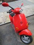 Ciclomotore rosso Fotografia Stock