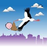 Cicogna che porta un bambino Fotografia Stock Libera da Diritti