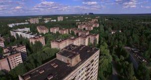 A cidade abandonada de Pripyat perto de Chernobyl (antena, 4K) video estoque
