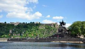 Cidade Alemanha 03 de Koblenz 05 os rios de canto alemães rhine do monumento 2011historic e o mosele fluem junto em um dia ensola Fotografia de Stock Royalty Free