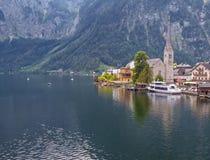 Cidade alpina bonita Hallstatt em Áustria fotos de stock