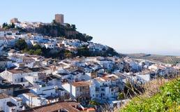 Cidade andaluza com castelo Martos foto de stock royalty free