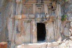 Cidade antiga cinzelada na rocha em Turquia perto de Antalya imagens de stock