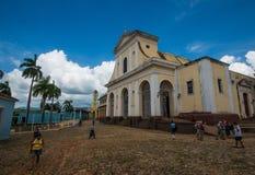 Cidade antiga colonial colorida com construção e a igreja clássicas, Trinidad, Cuba, América imagem de stock royalty free