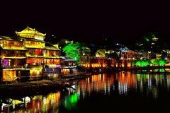 Cidade antiga de Fenghuang, como uma cidade histórica e cultural nacional, o primeiro grupo de condados fortes do turista em Chin imagem de stock royalty free