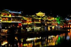 Cidade antiga de Fenghuang, como uma cidade histórica e cultural nacional, o primeiro grupo de condados fortes do turista em Chin imagens de stock royalty free