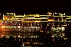 Cidade antiga de Fenghuang, como uma cidade histórica e cultural nacional, o primeiro grupo de condados fortes do turista em Chin imagem de stock