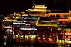 Cidade antiga de Fenghuang, como uma cidade histórica e cultural nacional, o primeiro grupo de condados fortes do turista em Chin foto de stock royalty free