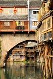 Cidade antiga de Fenghuang, como uma cidade histórica e cultural nacional, o primeiro grupo de condados fortes do turista em Chin foto de stock