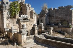Cidade antiga de Perge, de fonte e de associação, Antalya, Turquia Fotografia de Stock Royalty Free