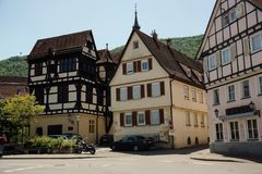 A cidade antiga má de Urach baden dentro o wuerttemberg imagem de stock