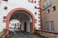 Cidade antiga Selingenstadt, Alemanha, porta da entrada em histórico Fotos de Stock Royalty Free