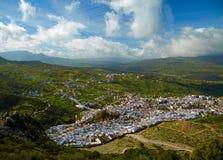 Cidade azul de Chefchaouen, Marrocos. Opinião do pássaro fotos de stock