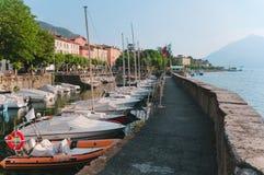 Cidade Bellano da costa no lago Como fotos de stock royalty free