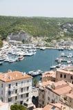 Cidade Bonifacio Córsega do porto do porto mais baixa imagens de stock royalty free