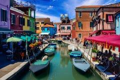 Cidade bonita de Burano It?lia foto de stock