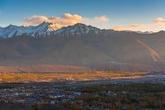 Cidade bonita de Leh do ponto de vista em Ladakh 2016 fotografia de stock royalty free