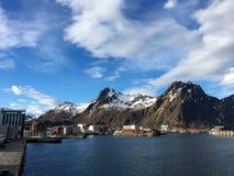 A cidade bonita de Svolvaer em Lofoten, Noruega Imagens de Stock