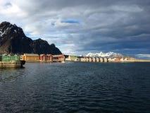 A cidade bonita de Svolvaer em Lofoten, Noruega Imagem de Stock