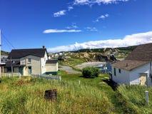 A cidade bonita de Twilingate, de Terra Nova e de Labrador, ao longo dos penhascos ásperos que enfrentam o Oceano Atlântico imagens de stock royalty free