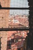 A cidade bonita vermelha da Bolonha imagens de stock royalty free