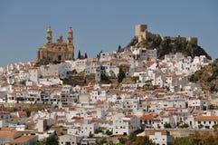 A cidade branca de Olvera, a Andaluzia, Espanha Imagens de Stock Royalty Free