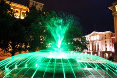 Cidade Bulgária de Sófia da noite da fonte das luzes verdes Foto de Stock Royalty Free