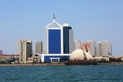 Cidade chinesa do beira-mar, Qingdao foto de stock royalty free