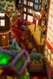 Cidade com multi-cores das casas, prédio de escritórios do pão-de-espécie, C fotos de stock