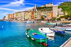 Cidade costeira bonita Portovenere, parque nacional de Cinque Terre fotografia de stock