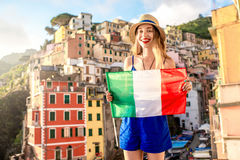 Cidade costeira italiana de viagem da mulher Imagens de Stock Royalty Free