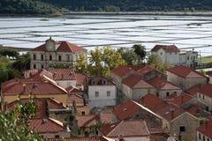 Cidade croata de Ston com produção de sal Imagens de Stock Royalty Free