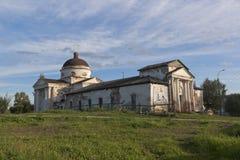 Cidade da catedral de Kazansky de Kirillov na região de Vologda, Rússia imagens de stock royalty free