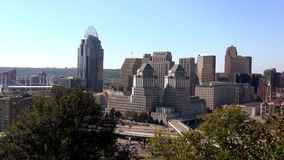 A cidade da grande opinião de Cincinnati na cidade da skyline de Cincinnati video estoque