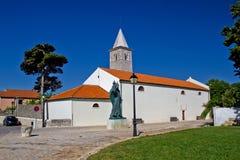 Cidade da igreja e do quadrado de Nin Fotografia de Stock