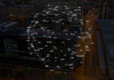 Cidade da noite com conectores fotografia de stock
